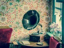 年代物の蓄音機の魅力